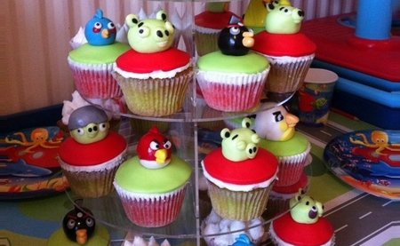Now... Angry Birds cupcakes