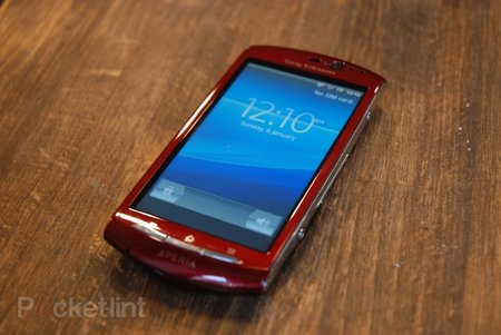 Red Sony Ericsson Xperia Neo hands-on
