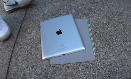 VIDEO: Apple Smart Cover protects iPad 2 from drops - but not golf clubs