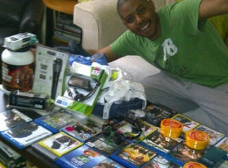 Tottenham looter caught on Twitpic
