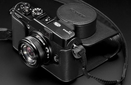 Fujifilm X10 zooms in