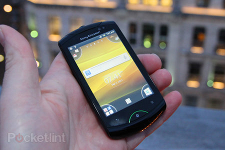 Sony Ericsson Live with Walkman pictures and hands-on