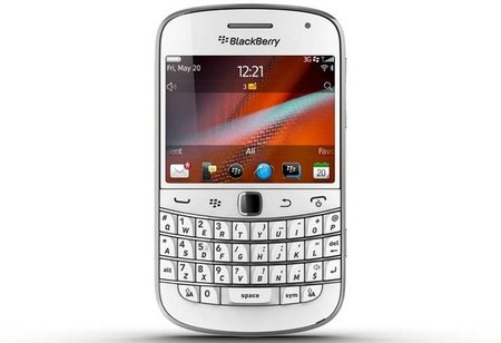 White BlackBerry Bold 9900 hits Vodafone