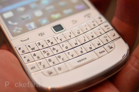 White BlackBerry Bold 9900 pictures and hands-on