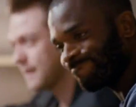 Kasabian v Darren Bent at Xperia Play virtual / real football (video)