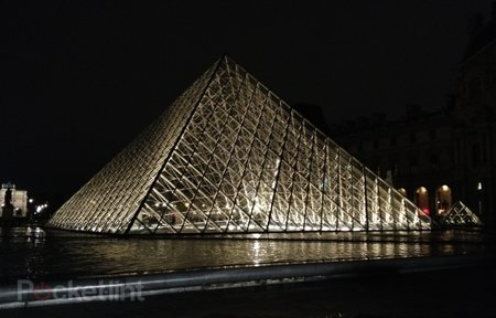 Toshiba LED Louvre illumination: Pictures and bright-eyes on