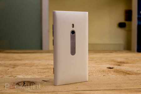 White Nokia Lumia 800 pictures and hands-on