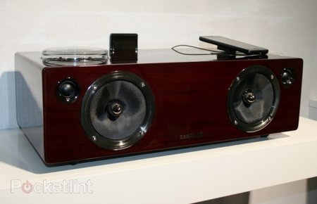 Samsung DA-E750 AirPlay dock pictures and hands-on