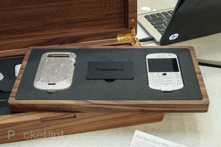 Harrods Swarovski BlackBerry Bold 9900 White pictures and hands-on - photo 1
