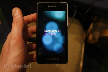BlackBerry 10 Dev Alpha pictures and hands-on