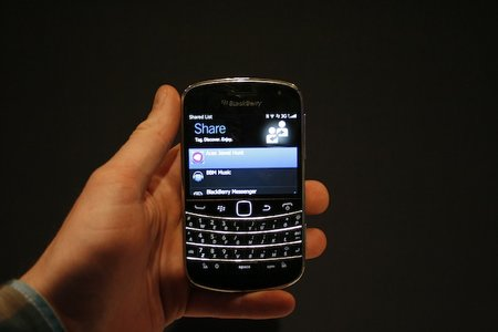 BlackBerry Share uses NFC for app discovery