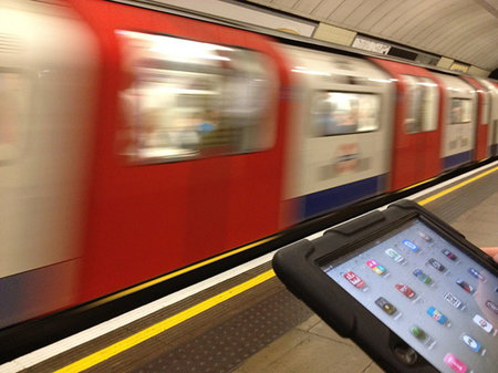 Virgin Media's London Underground Wi-Fi now works, as first tweet proves
