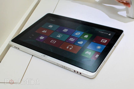 Acer Iconia W510 and Iconia W710 pictures and hands-on