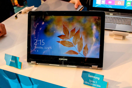 Samsung Series 5 Ultra Convertible pictures and hands-on - photo 1