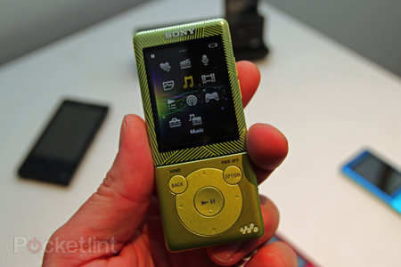 Sony Walkman E470 brings a touch of colour to your audio experience - photo 2