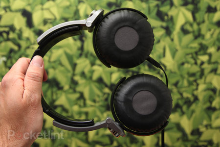 Sony Extra Bass charge lead by MDR-XB800, fat beats abound - photo 3