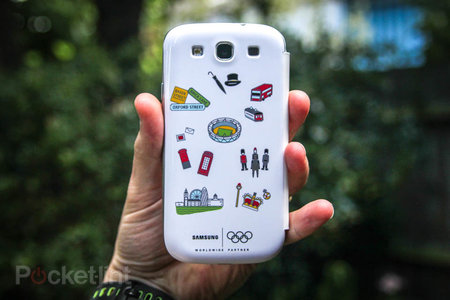 Samsung Galaxy S III Flip Cover - Olympic edition pictures and hands-on