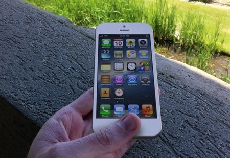 iPhone 5 will have taller screen, tests suggest five rows of icons on the homescreen