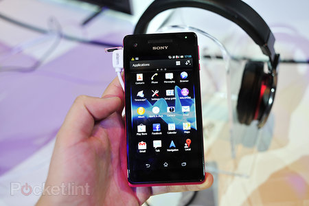 Sony Xperia V pictures and hands-on