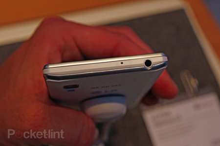 LG Optimus L9 pictures and hands-on - photo 6
