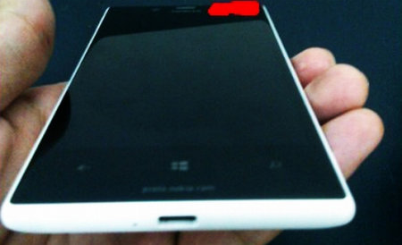 Nokia Lumia 820 live photos leaks, doesn't match previous renders though