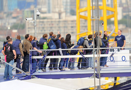 Extreme queuing: iPhone 5 available from... the top of The O2 - photo 4