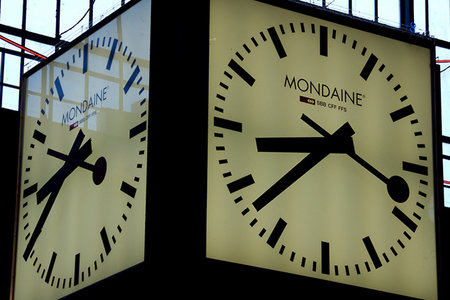 Apple shells out $21 million to Swiss rail for pilfering clock