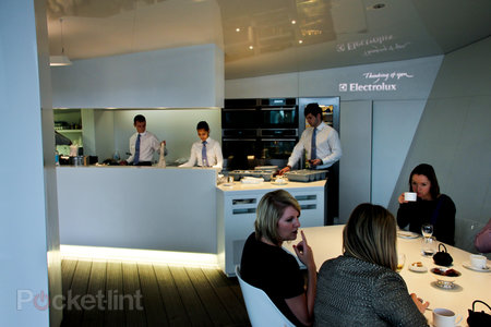 The Cube by Electrolux high tech pop-up restaurant pictures and hands-on - photo 3