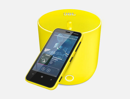 Nokia Lumia 620 unveiled, a cheaper way to get into Windows Phone 8 - photo 3