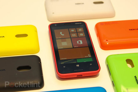 Nokia Lumia 620 pictures and hands-on - photo 1