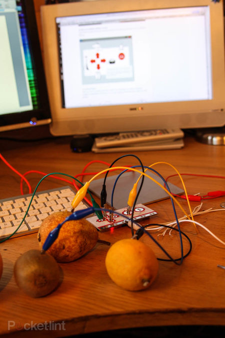 MaKey MaKey lets you control games with fruit - photo 4