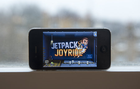 APP OF THE DAY: Jetpack Joyride review (iPhone)