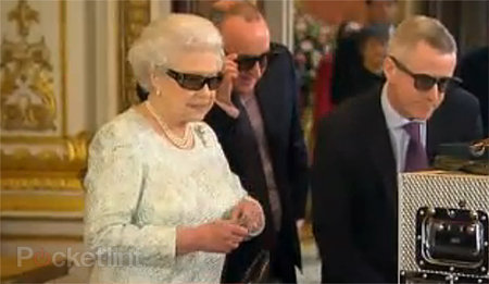 Queen's Christmas message to be shown in 3D, her majesty dons fancy 3D specs for preview