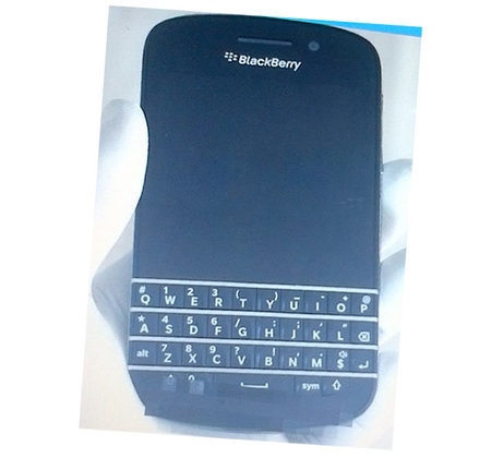 BlackBerry 10 Qwerty phone captured in blurry leaked photo