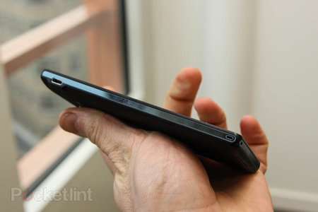 Sony Xperia ZL official, ditches Xperia Z waterproofing and design, we go hands-on - photo 6