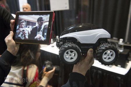 BeeWi Scara Bee 'Mars Rover' Android/iOS remote control car pictures and hands-on