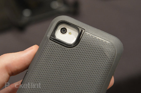 Otterbox Defender iPhone charger case pictures and hands-on - photo 7