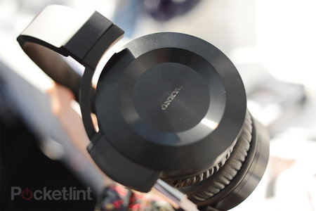 Onkyo ES-HF300 headphones pictures and hands-on