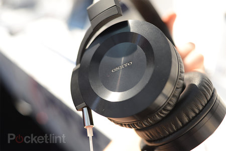 Onkyo ES-HF300 headphones pictures and hands-on - photo 2