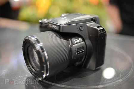 Fujifilm FinePix S8200 pictures and hands-on