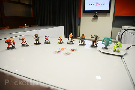 Disney Infinity pictures and hands-on