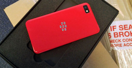 Red BlackBerry Z10 announced, but you can't buy it - photo 2