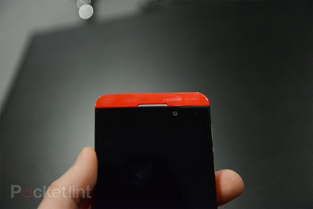 Red BlackBerry Z10 limited edition pictures and hands-on - photo 7