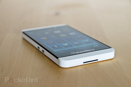White BlackBerry Z10 pictures and hands-on - photo 3