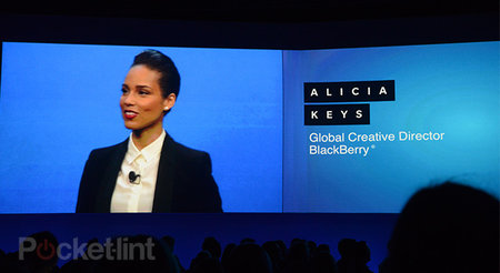 BlackBerry Creative Director Alicia Keys tweets from her iPhone