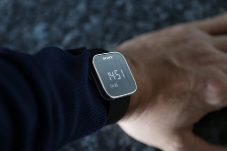 Sony SmartWatch updated with new watch faces and notifications, as competition heats up