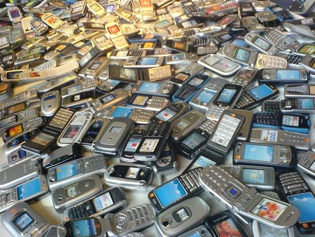 Smartphones now more popular than feature phones