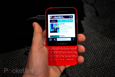 BlackBerry Q5 pictures and hands-on - photo 1