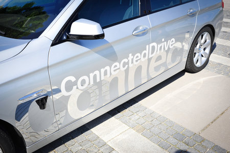 100 mph and then you let go: BMW's driverless car