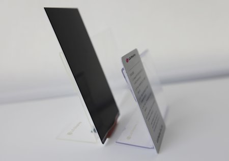LG Display reveals world's thinnest 1080p LCD panel for smartphones, to be used on Optimus G2? - photo 3